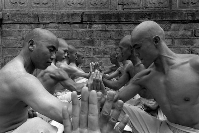Shaolin-Monks-Training-Tomasz-Gudzowaty-0004