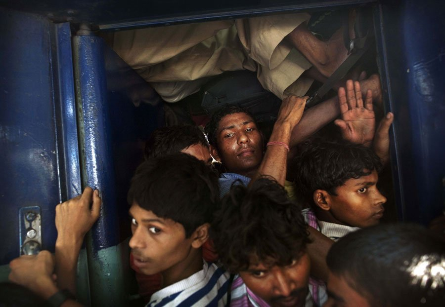 here-commuters-clamber-on-to-an-over-packed-national-train-traveling-from-new-delhi-to-bihar